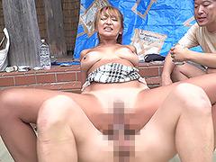 路上生活者集団の激しい汚チ○ポ突きに堕ちた不貞妻
