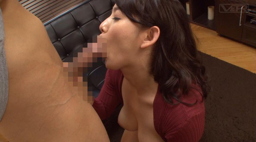 童貞息子に母がオナニー見せて性教育!2 画像 2