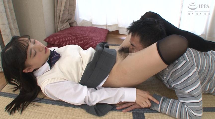 ニーハイ制服女子が義父をがっちり抑えつけ中出し懇願 画像 3