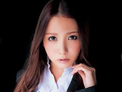 ツン顔でイキガマンするオンナ教師 友田彩也香
