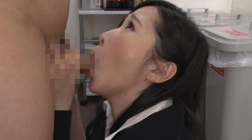 あの女上司が職場でまさかのパンストのままおもらし! 画像 2